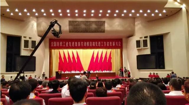 榜样的力量:贺黛富妮李芳荣获全国纺织工业劳模称号